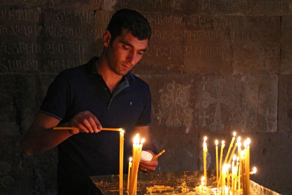 Gebetszeremonie in Noravank