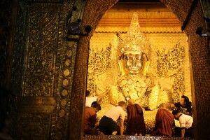 Myanmars bedeutendstes Buddhaabbild in Mandalay