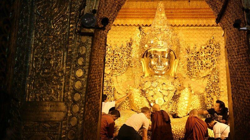 Myanmars bedeutendstes Buddhaabbild in Mandalay © Diamir