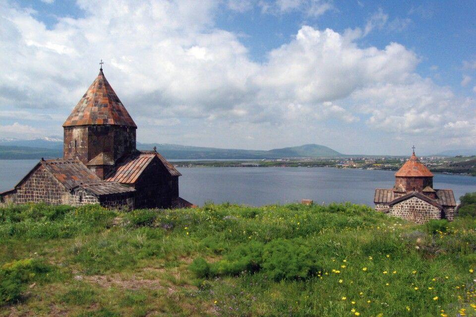 Sewan Halbinsel mit Sevanavank Kloster (Sewanawank) Sewan See