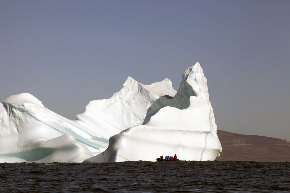 Haushoher Eisberg im Scoresby-Sund