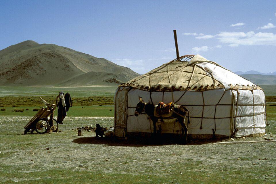 Typisch zentralasiatisches Jurtenlager am Muztagh Ata.
