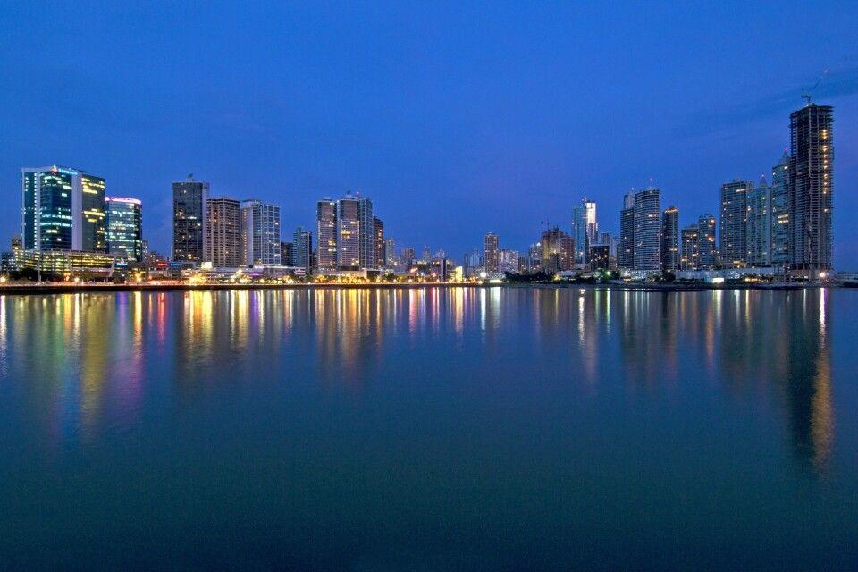 Panama-Stadt bei Nacht