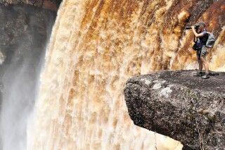 Fotografin am Kaieteur-Waserfall, Guyana